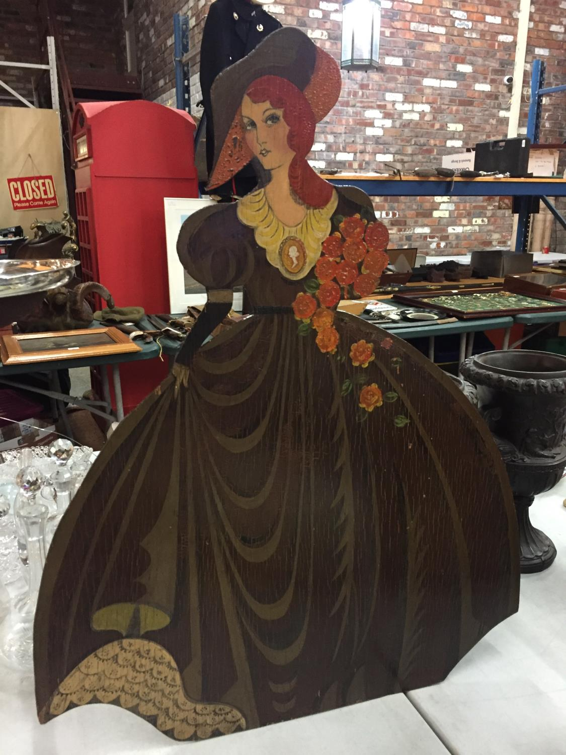A PAINTED WOOD DUMB WAITER HOLDING A TRAY AND A SIMILAR LADY WITH FLOWERS HEIGHT 76CM - Image 4 of 6