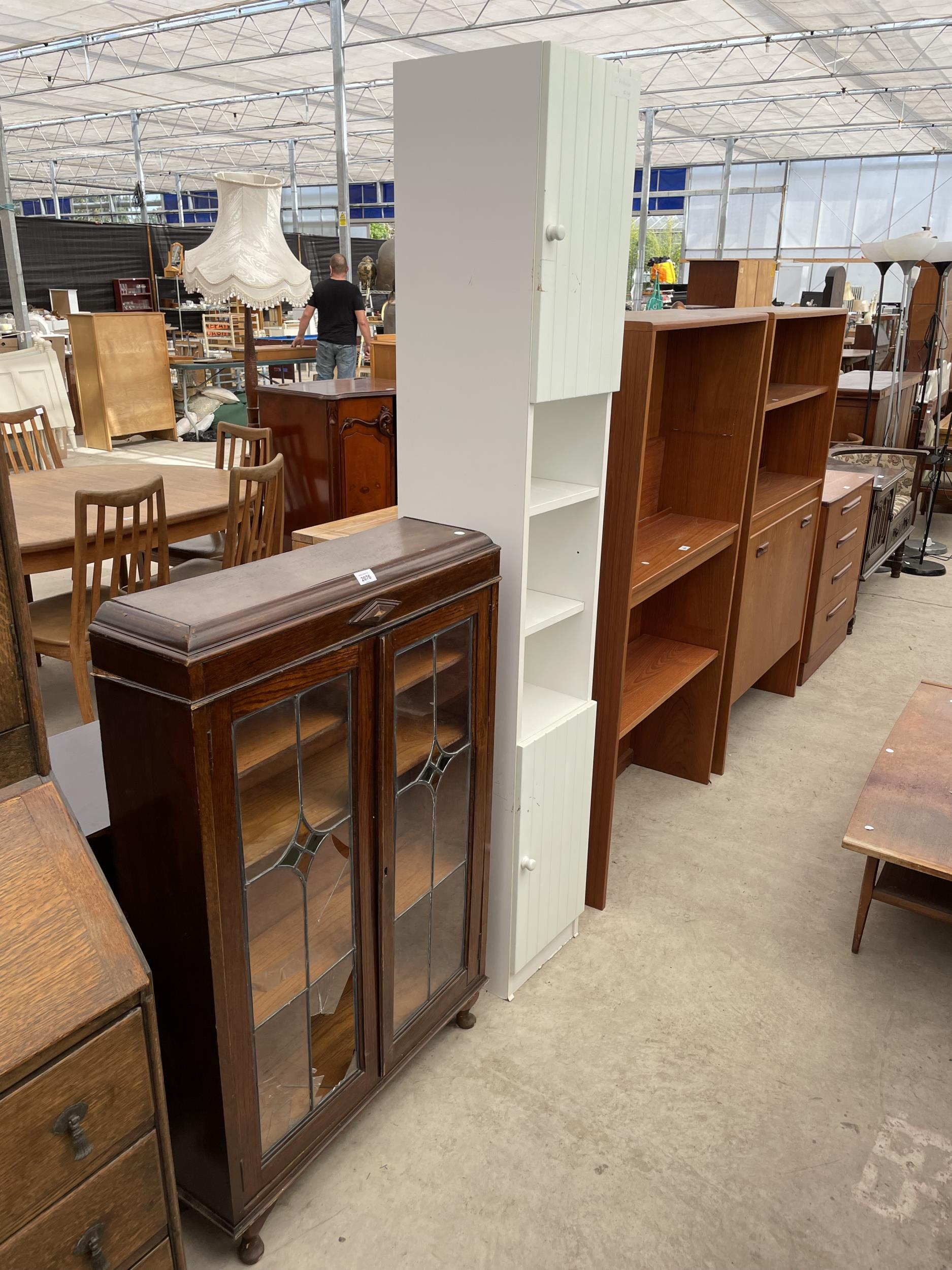 """AN EARLY 20TH CENTURY OAK GLAZED AND LEADED TWO DOOR BOOKCASE, 28.5"""" WIDE ON CABRIOLE LEGS"""