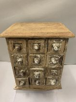 A TWELVE DRAWER MINATURE SHABBY CHIC WOODEN CHEST OF DRAWERS (A/F) 31 X 21 X 17CM