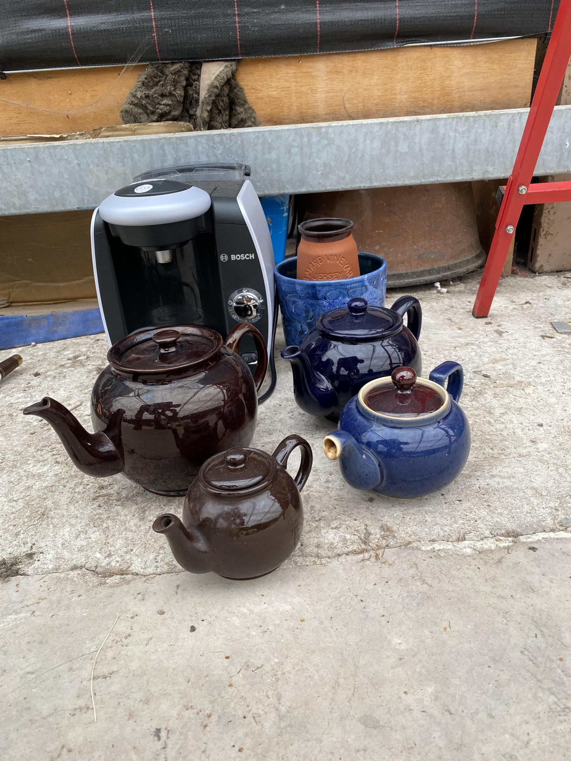 A COFFEE MAKER AND VARIOUS TEAPOTS - Image 2 of 3