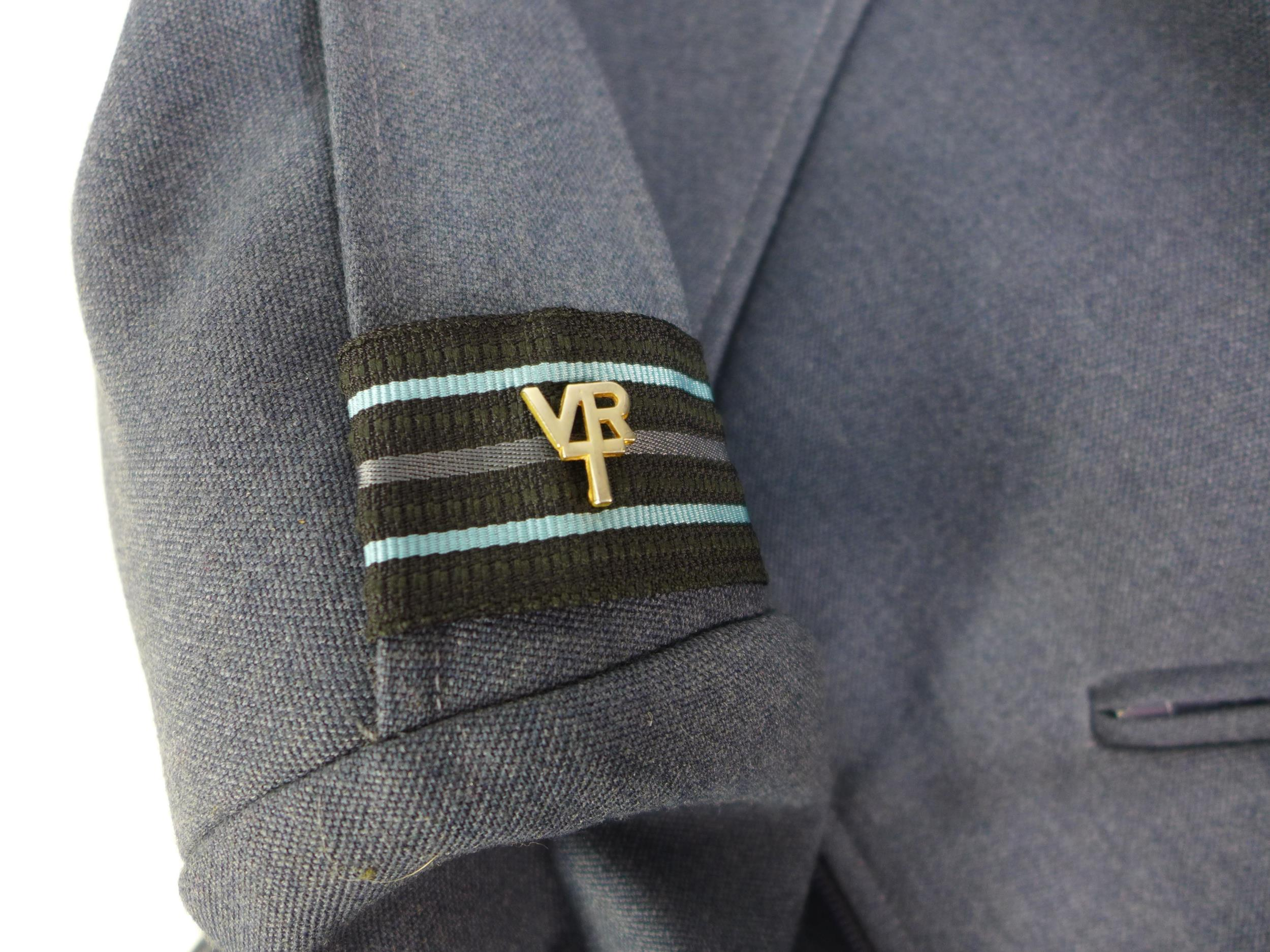 A RAF 1972 PATTERN UNIFORM COMPRISING OF A JACKET AND TROUSERS, SIZE 180/96 - Image 2 of 4