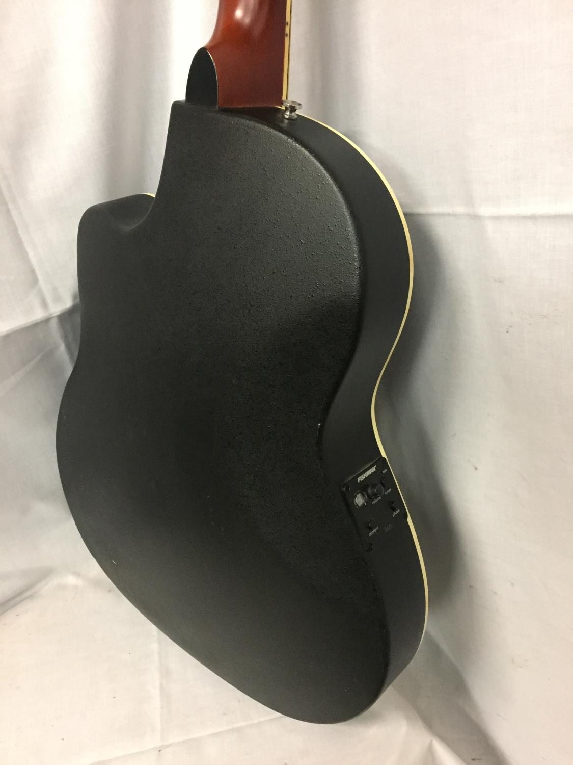A BLACK VINTAGE SYNERGY SERIES GUITAR - Image 8 of 10