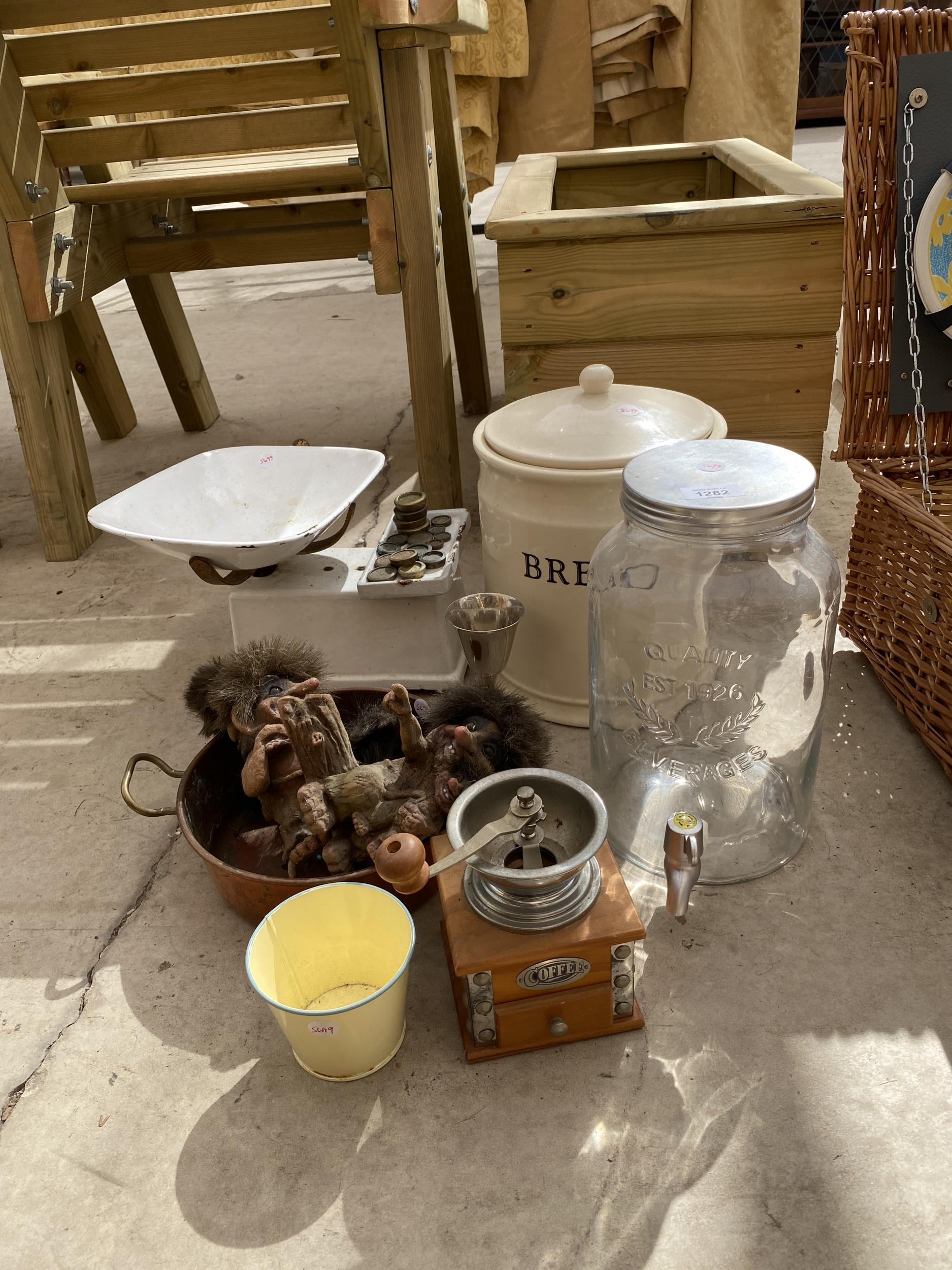 AN ASSORTMENT OF ITEMS TO INCLUDE SCALES AND WEIGHTS, A COPPER PAN AND A BREAD BIN ETC - Image 2 of 3