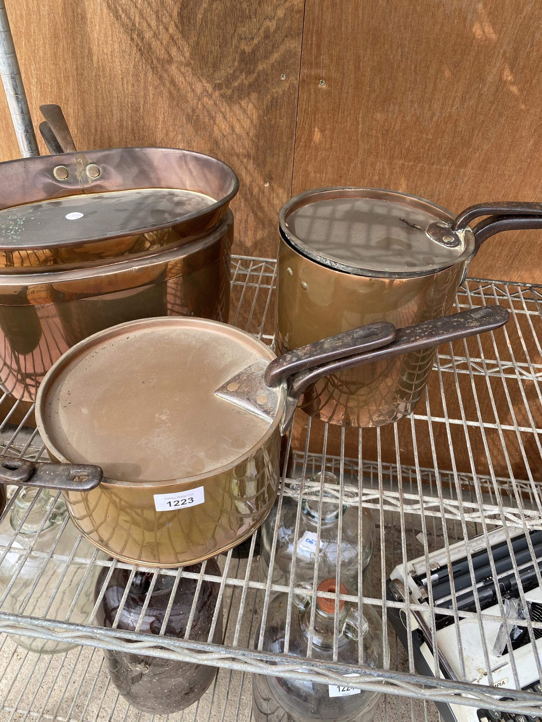 AN ASSORTMENT OF VINTAGE COPPER PANS IOF GARDUATED SIZES - Image 3 of 5