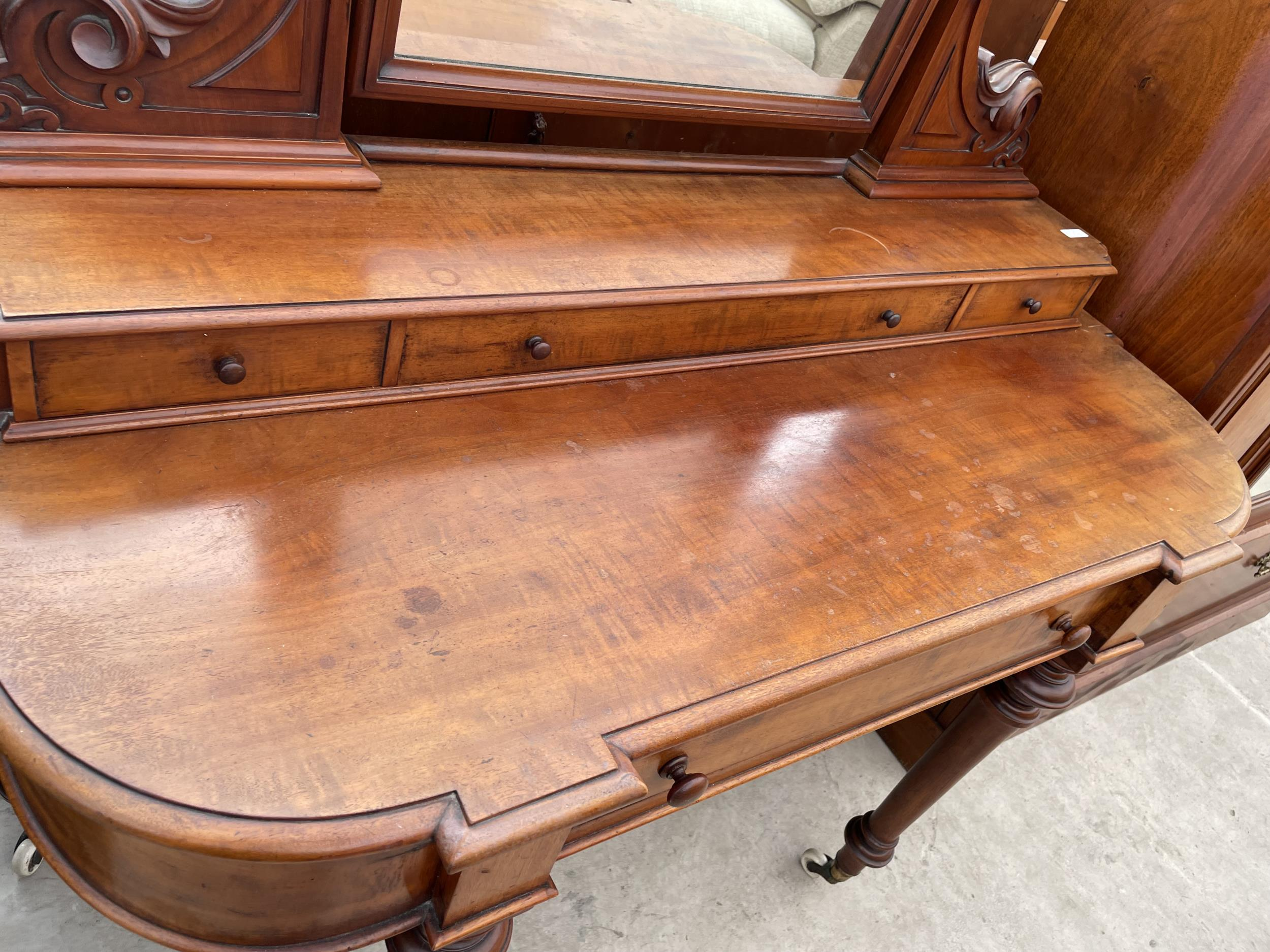 A VICTORIAN MAHOGANY DUCHESS DRESSING TABLE ON TURNED TAPERING LEGS WITH WHITE WIDE P+S PATENT - Image 3 of 4