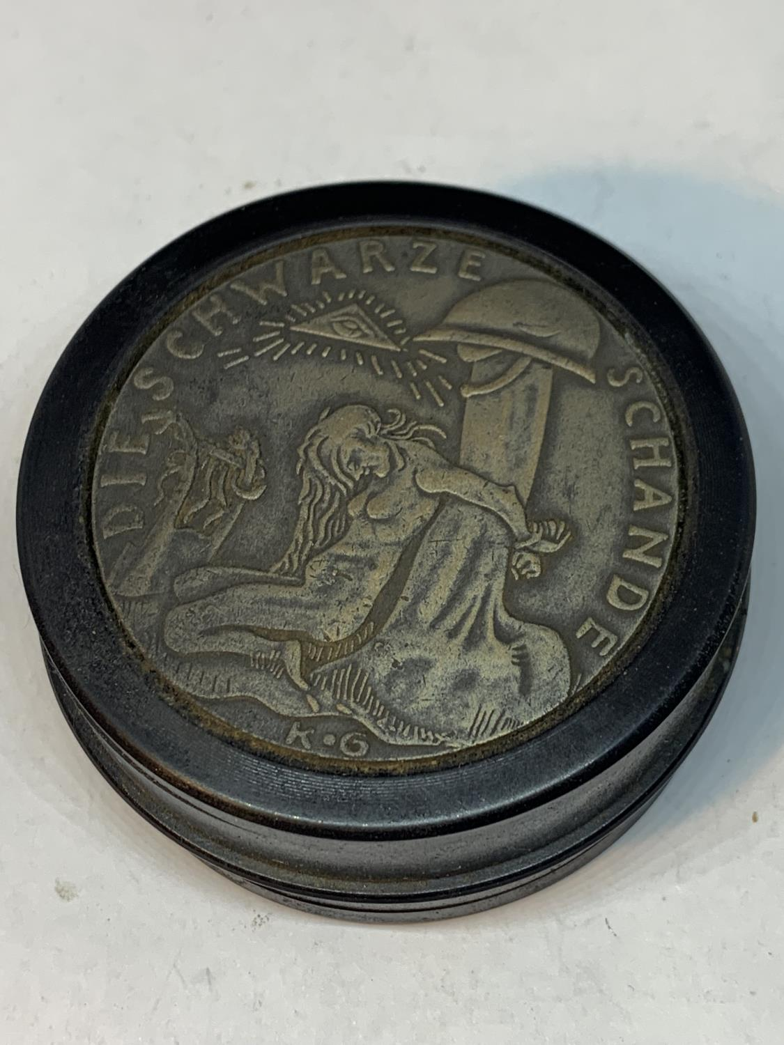 A LARGE GERMAN STYLE SNUFF BOX - Image 2 of 4