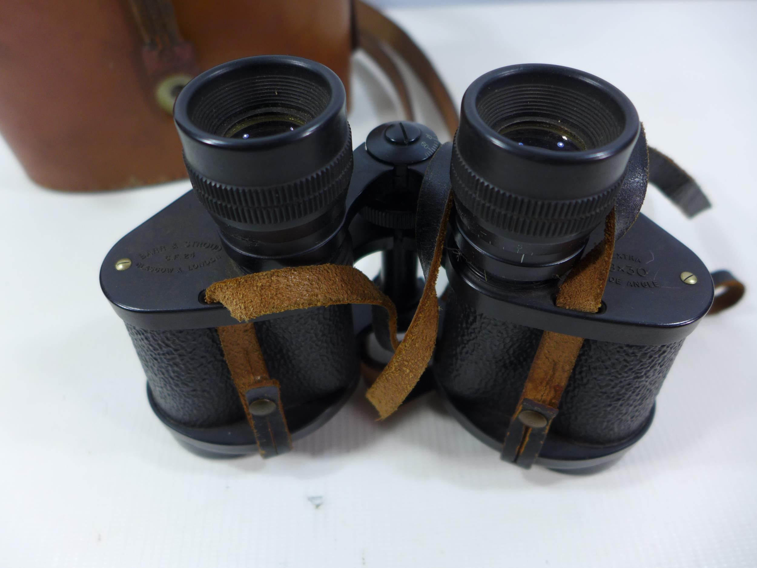 A PAIR OF BARR AND STROUD C.F.24 8X30 BINOCULARS AND LEATHER CASE - Image 2 of 4