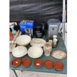 AN ASSORTMENT OF ITEMS TO INCLUDE CERAMIC BOWLS, RAMEKINS AND KITCHEN ELECTRICALS ETC