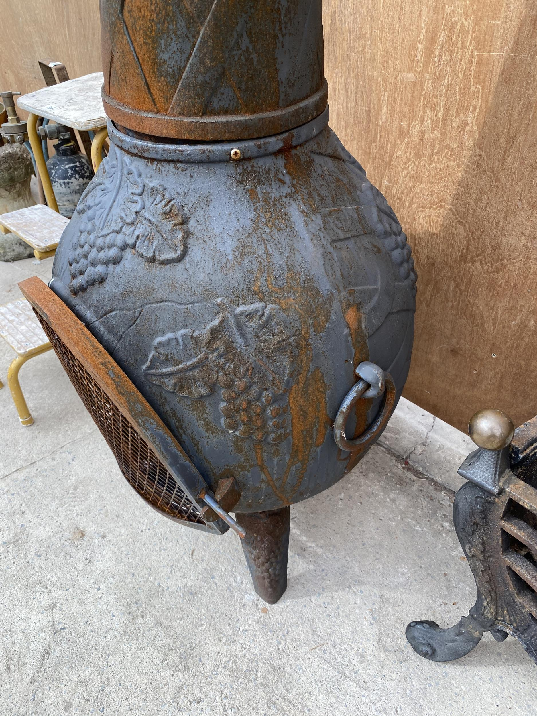 A DECORATIVE CAST IRON GARDEN CHIMENEA - Image 3 of 6