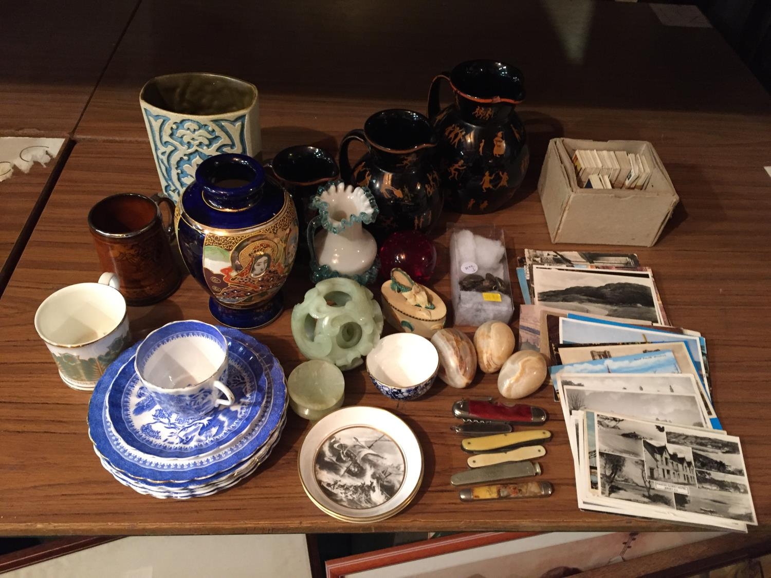 A COLLECTION OF CERAMICS TO INCLUDE BESWICK, WORCESTER PIN TRAYS CIGARETTE CARDS, POSTCARDS ETC - Image 2 of 10