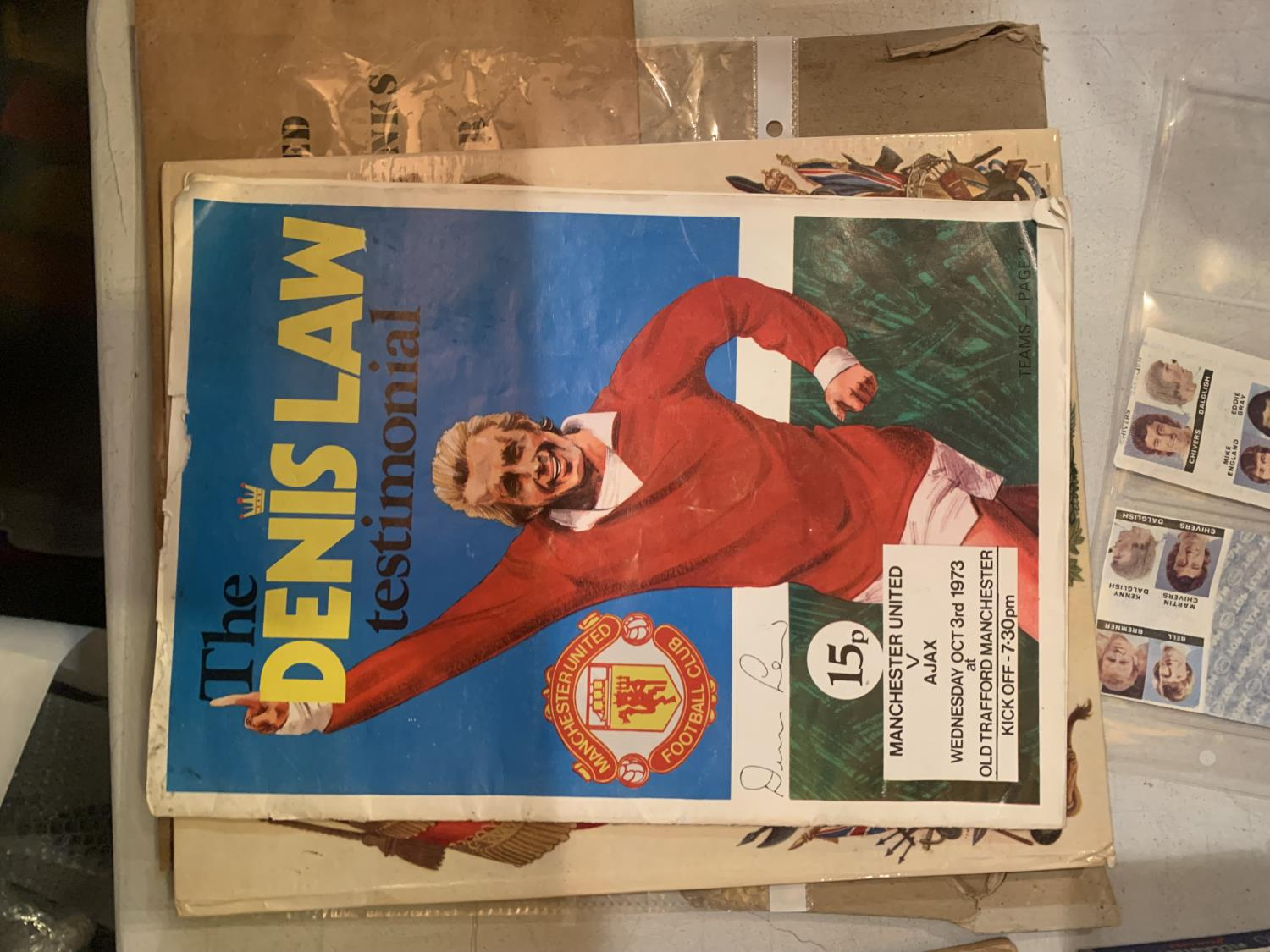 A LARGE QUANTITY OF EPHEMERA TO INCLUDE A DENNIS LAW TESTOMNIAL PROGRAMME, VINTAGE CIGARETTE - Image 7 of 10