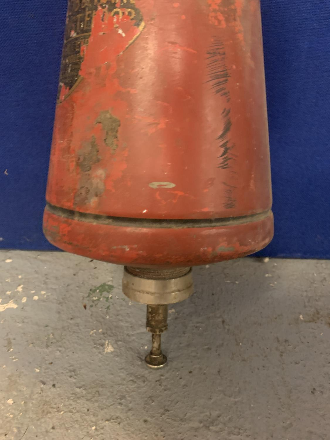 A VINTAGE CONICAL MINIMAX FIRE EXTINGUISHER - Image 4 of 4