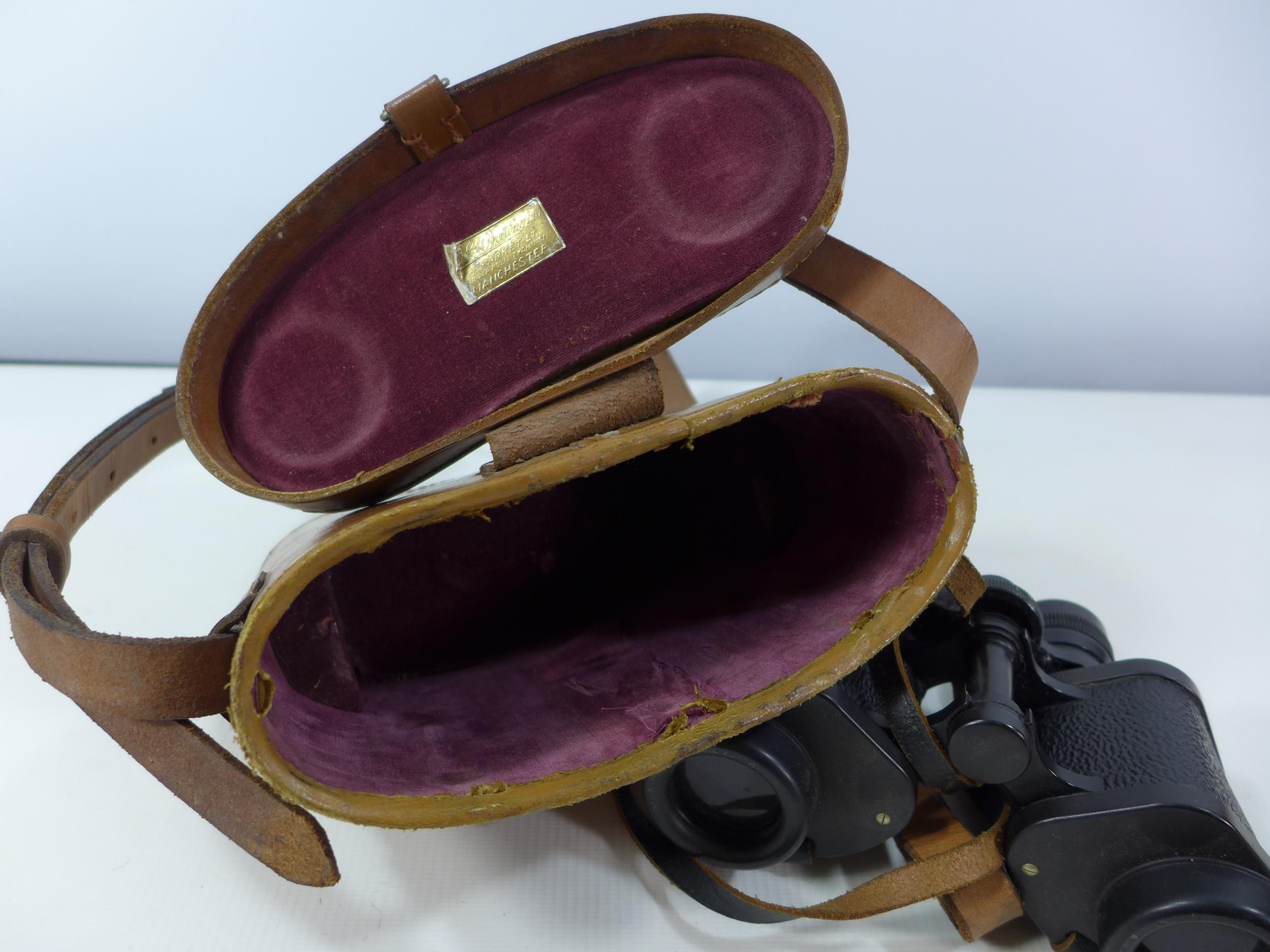 A PAIR OF BARR AND STROUD C.F.24 8X30 BINOCULARS AND LEATHER CASE - Image 4 of 4