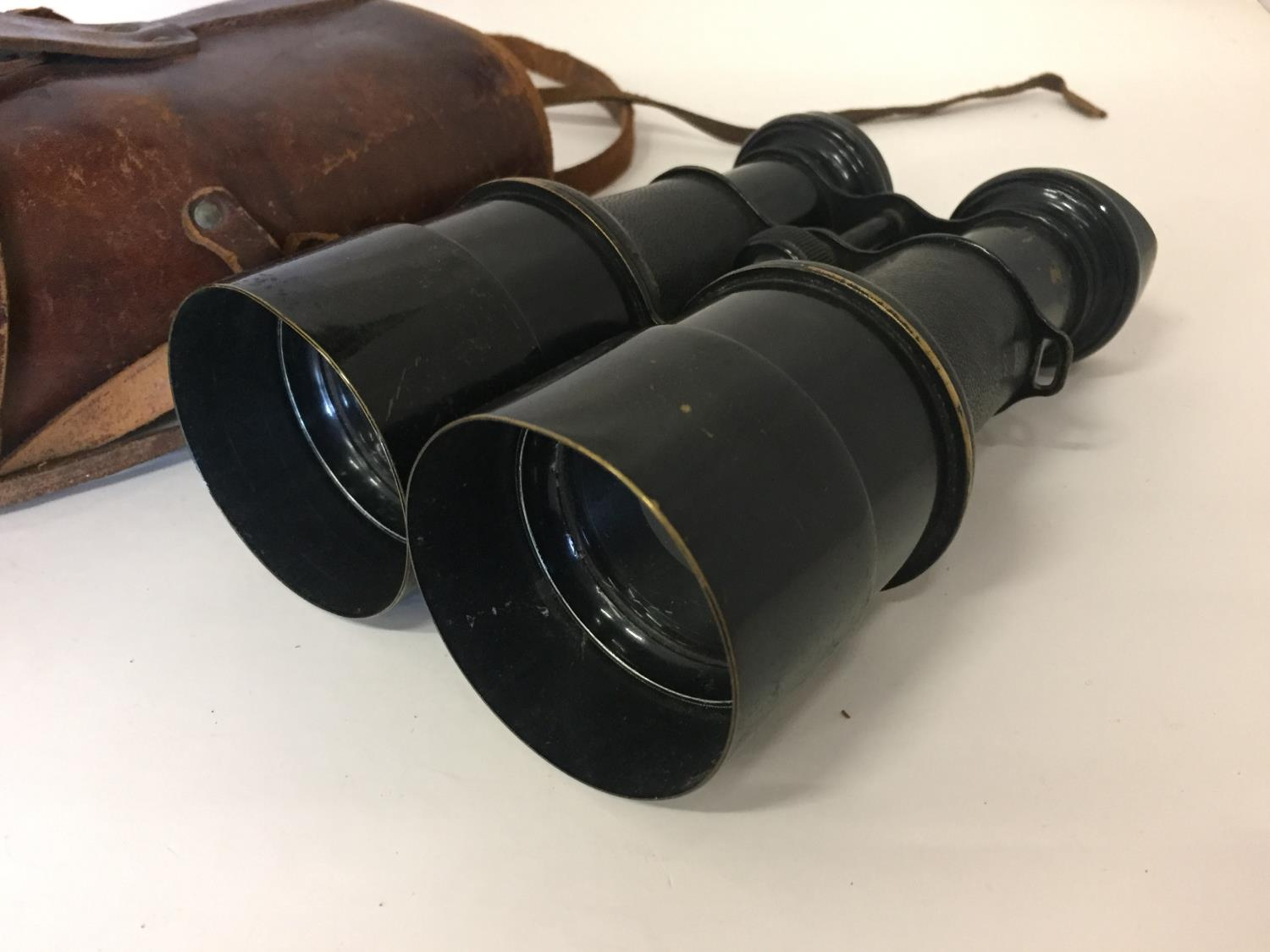 A PAIR OF EARLY 20TH CENTURY PILOTE BINOCULARS BY IRIS DE PARIS WITH LEATHER CASE - Image 2 of 4