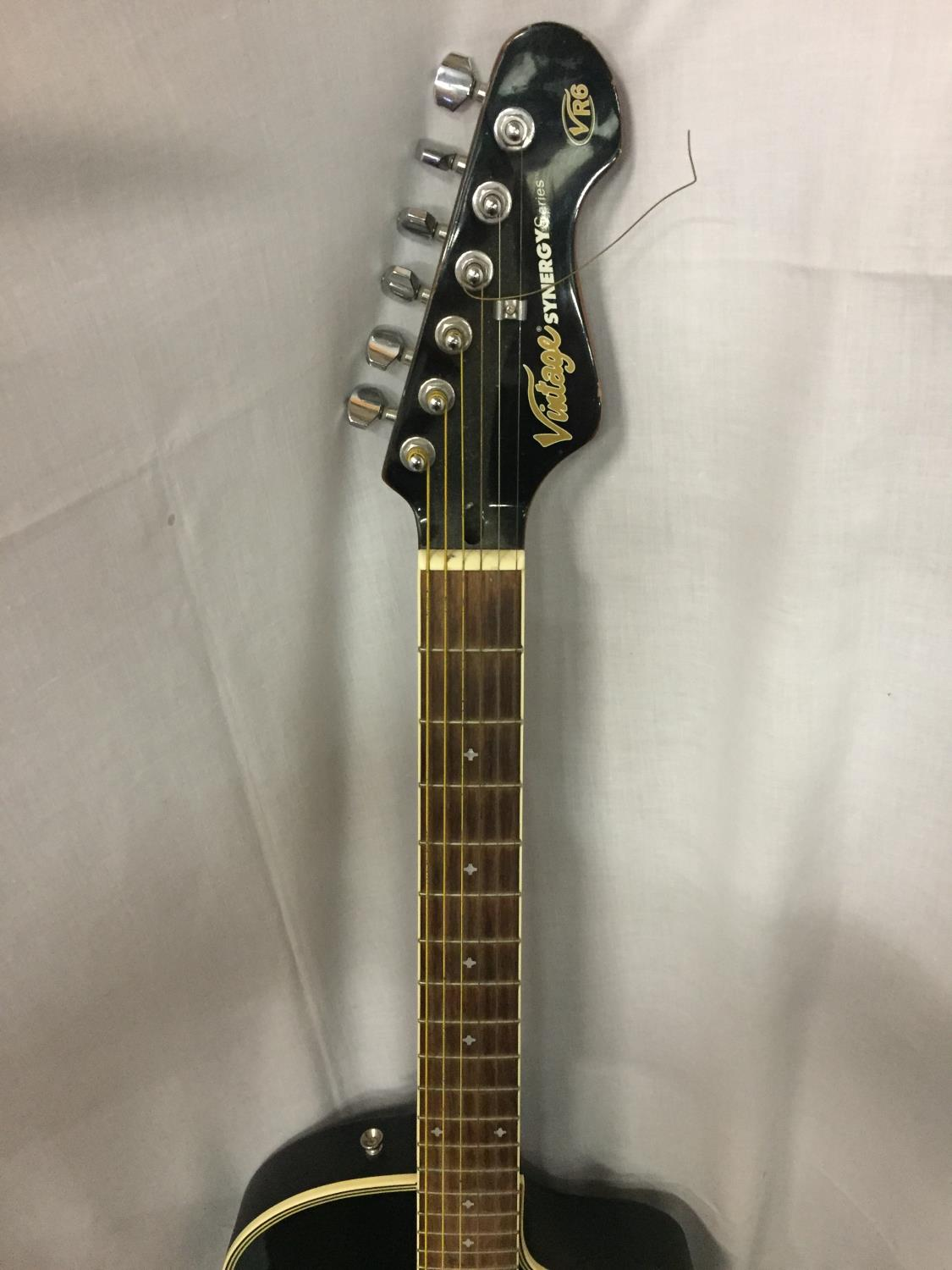 A BLACK VINTAGE SYNERGY SERIES GUITAR - Image 6 of 10
