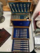 A MAPPIN & WEBB BOX CONTAINING FLATWARE AND FURTHER WOODEN BOX WITH FLATWARE