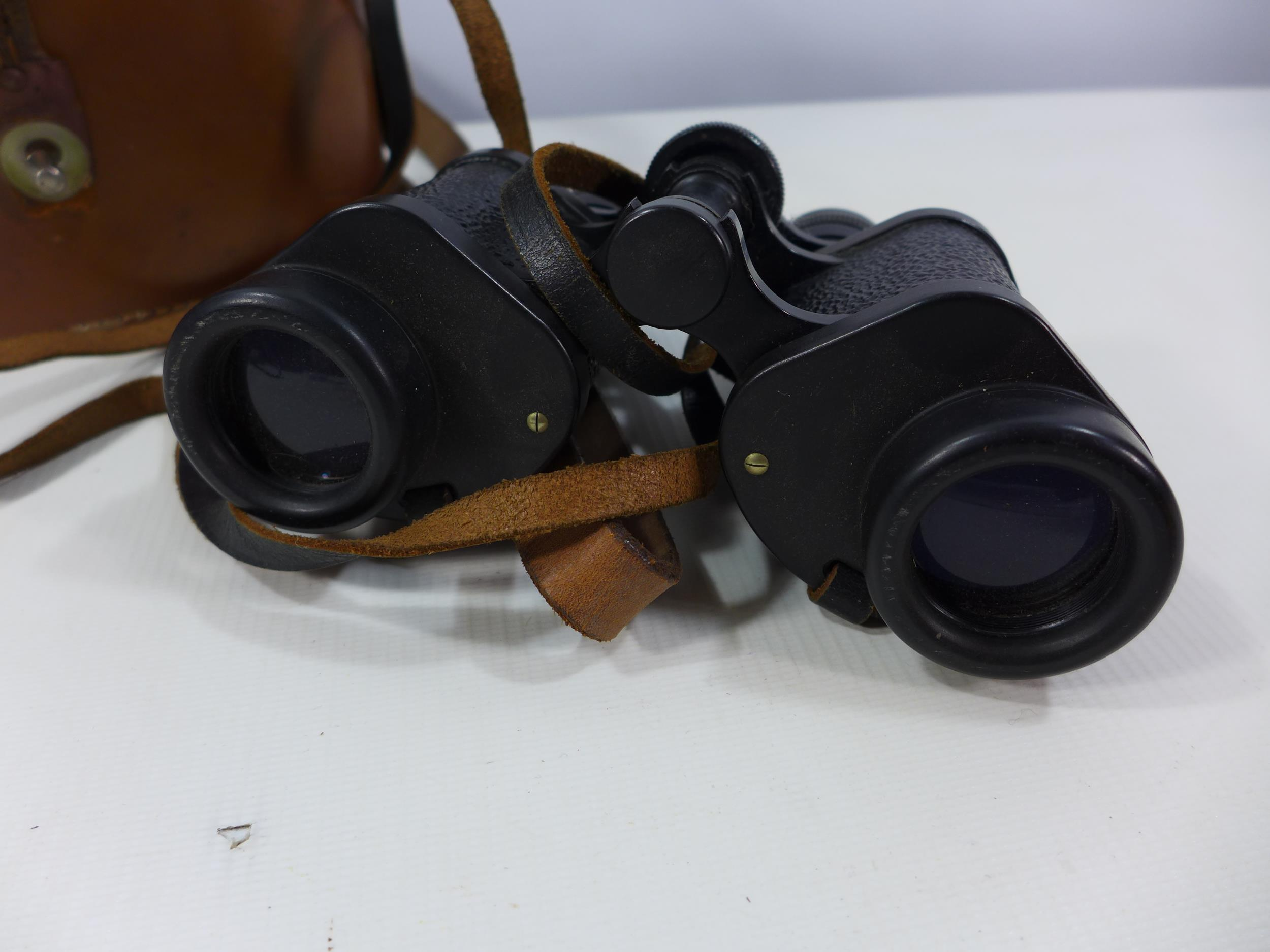 A PAIR OF BARR AND STROUD C.F.24 8X30 BINOCULARS AND LEATHER CASE - Image 3 of 4
