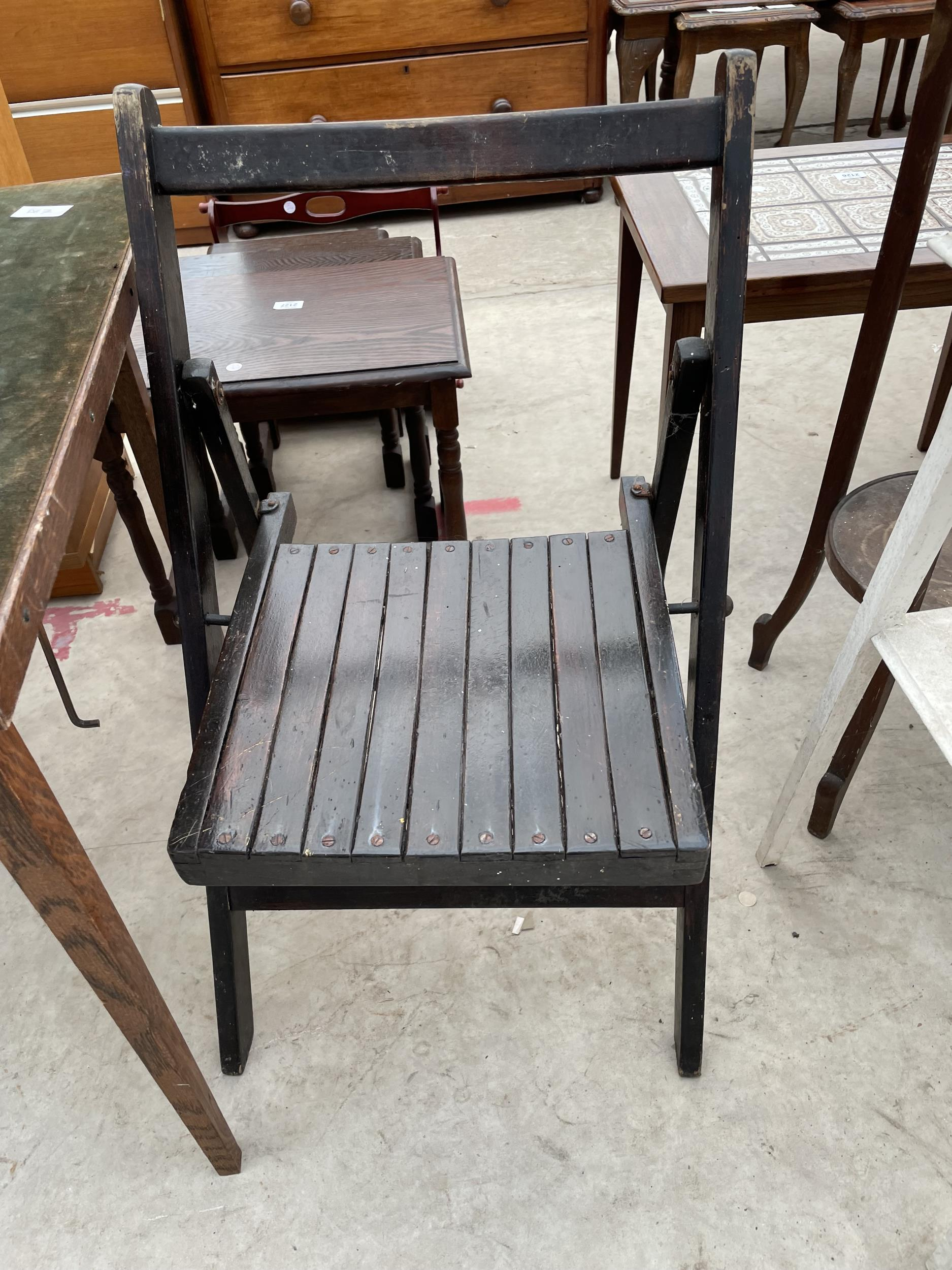 A FOLDING CARD TABLE AND CHAIR, JARDINIER STAND AND PAINTED OCCASIONAL TABLE - Image 4 of 6
