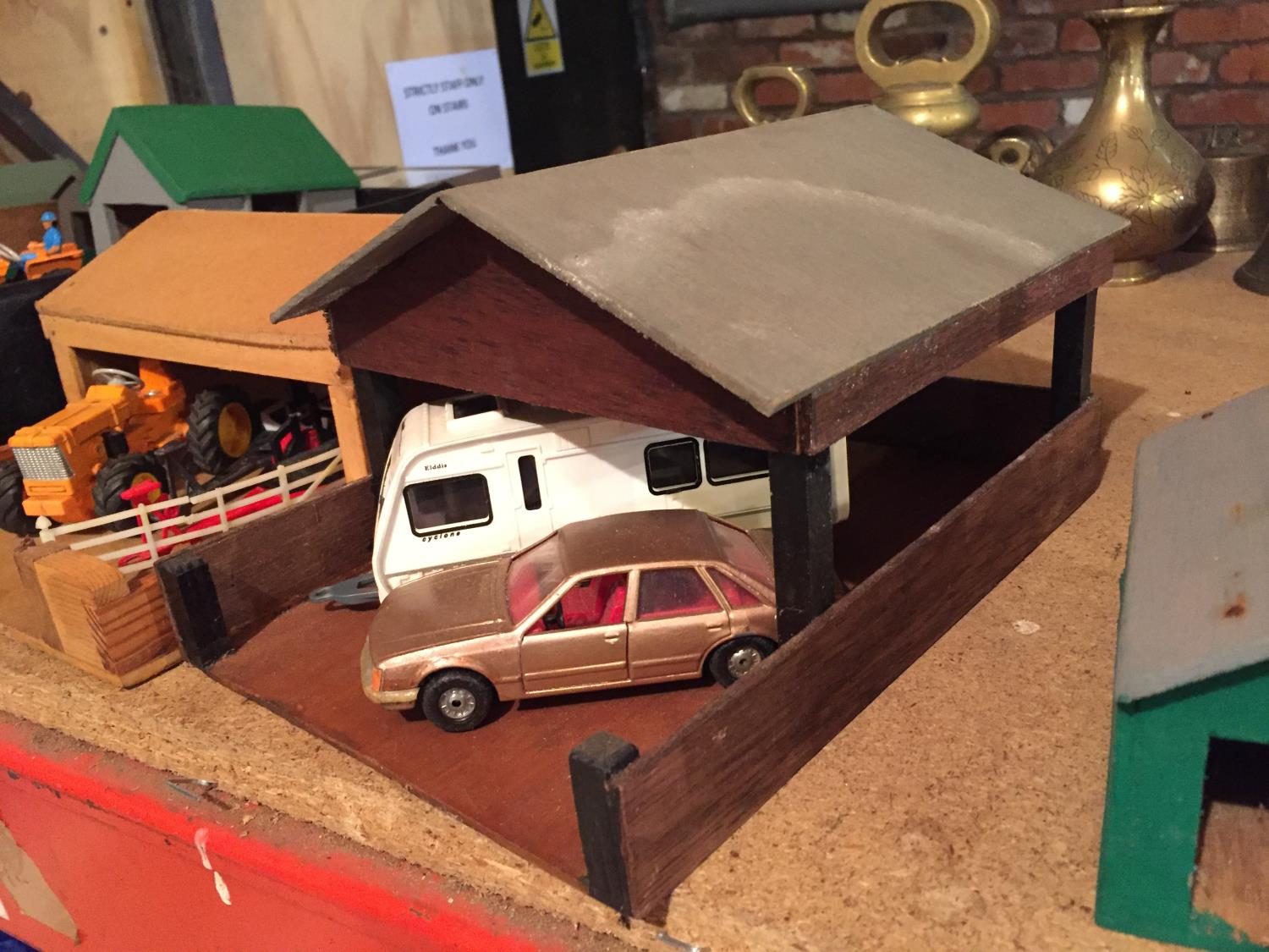 THREE WOODEN BUILDINGS WITH VEHICLES TO INCLUDE A TRACTOR AND TRAILERS, CARAVAN,CAR - Image 5 of 6