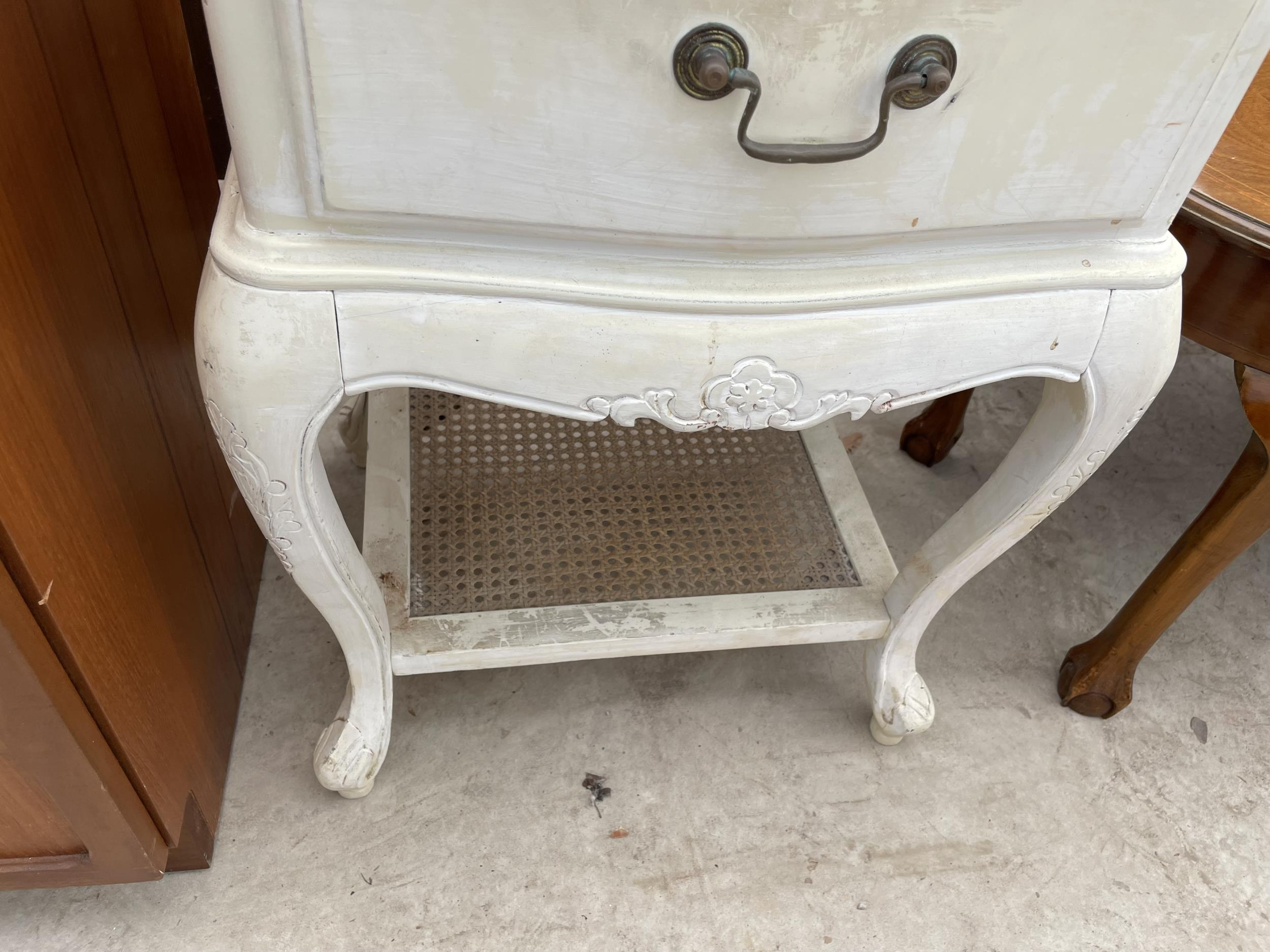 A CONTINENTAL STYLE BEDSIDE TABLE - Image 3 of 3