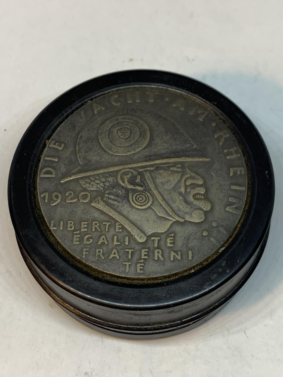 A LARGE GERMAN STYLE SNUFF BOX - Image 3 of 4