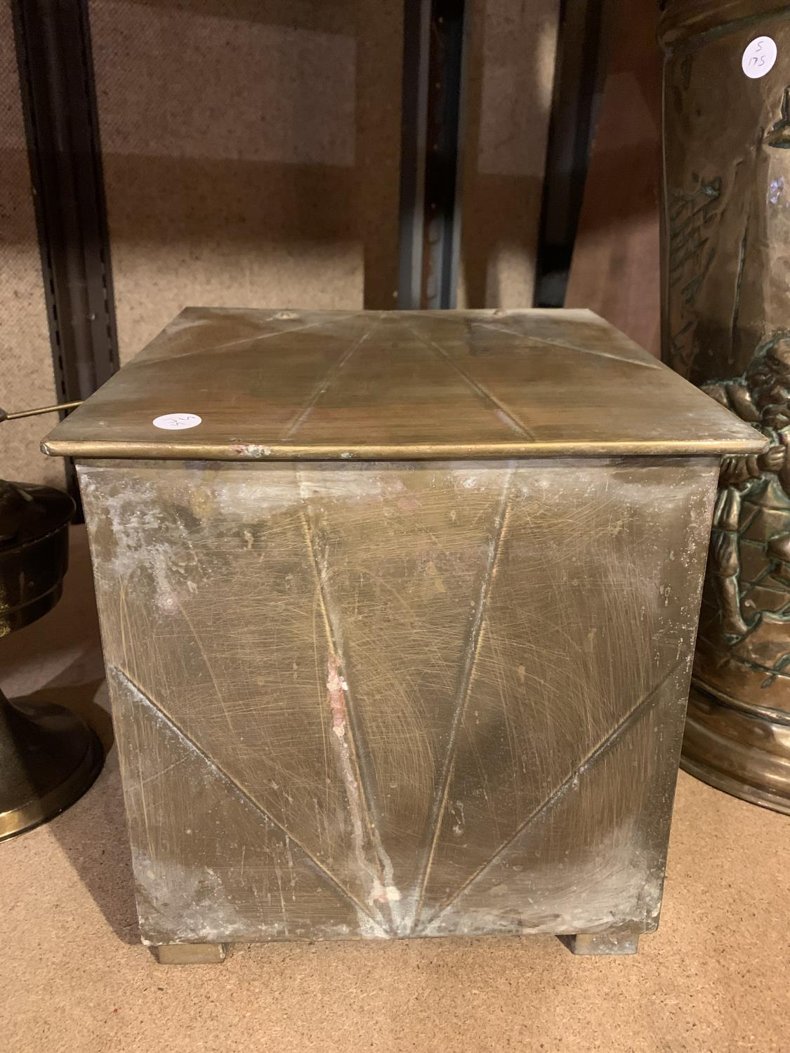 A BRASS OIL LAMP, COAL BOX AND UMBRELLA/STICK STAND - Image 5 of 8