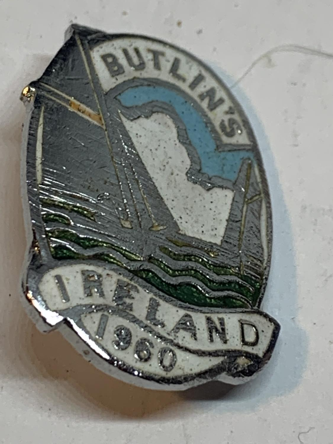 TWO RARE BUTLINS BADGES TO INCLUDE AN IRELAND 1960 AND A 1964 BEAVERS CLUB - Image 3 of 3