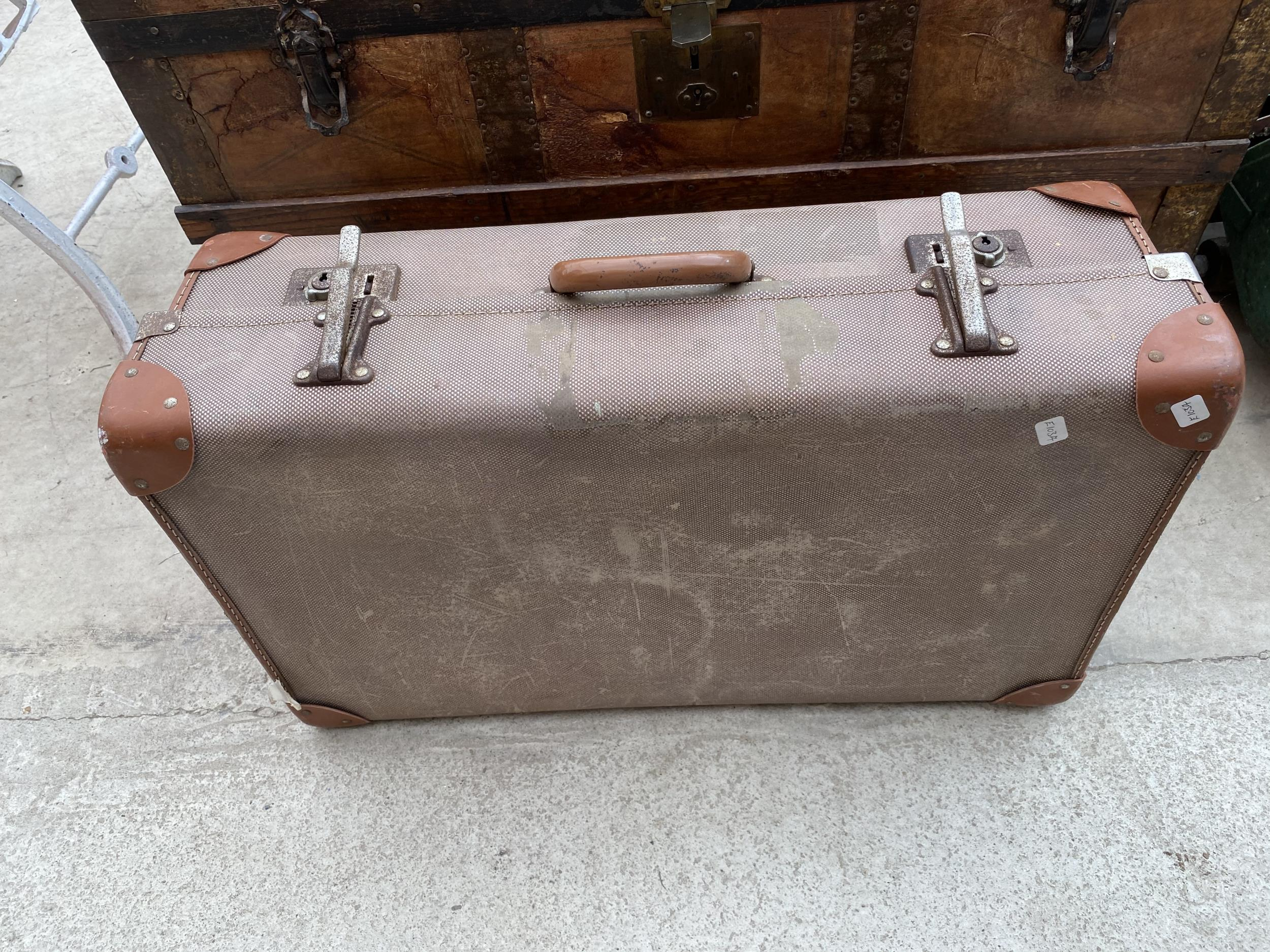 A VINTAGE WOODEN STORAGE CHEST WITH DECORATIVE WOODEN BANDING AND METAL STUD WORK AND A FURTHER - Image 4 of 4