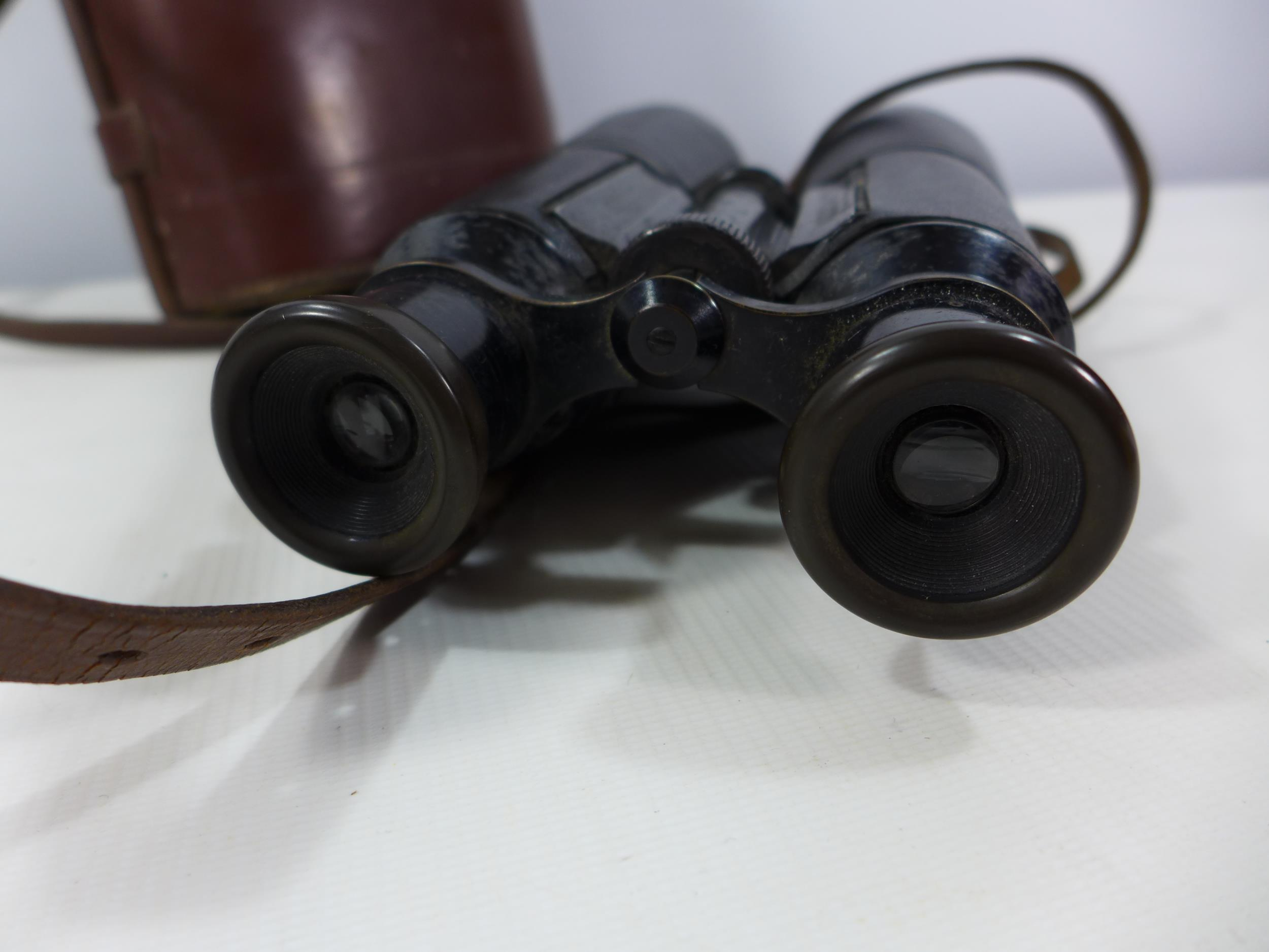 A PAIR OF IMPERIAL GERMAN HENSOLDT ARINE DIALYT 8X FERNGLAS BINOCULARS, TOGETHER WITH LEATHER CASE - Image 6 of 14