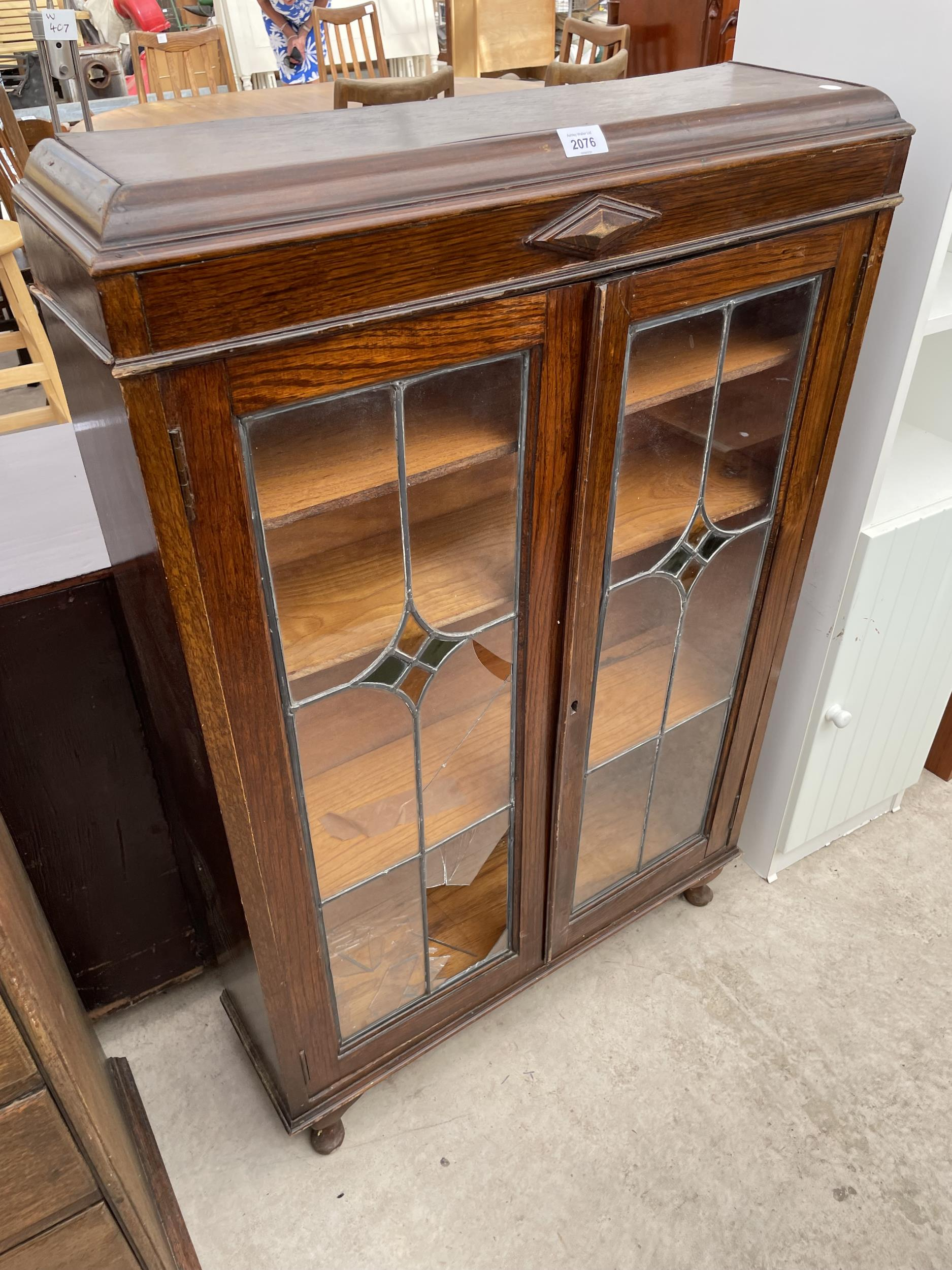 """AN EARLY 20TH CENTURY OAK GLAZED AND LEADED TWO DOOR BOOKCASE, 28.5"""" WIDE ON CABRIOLE LEGS - Image 2 of 6"""