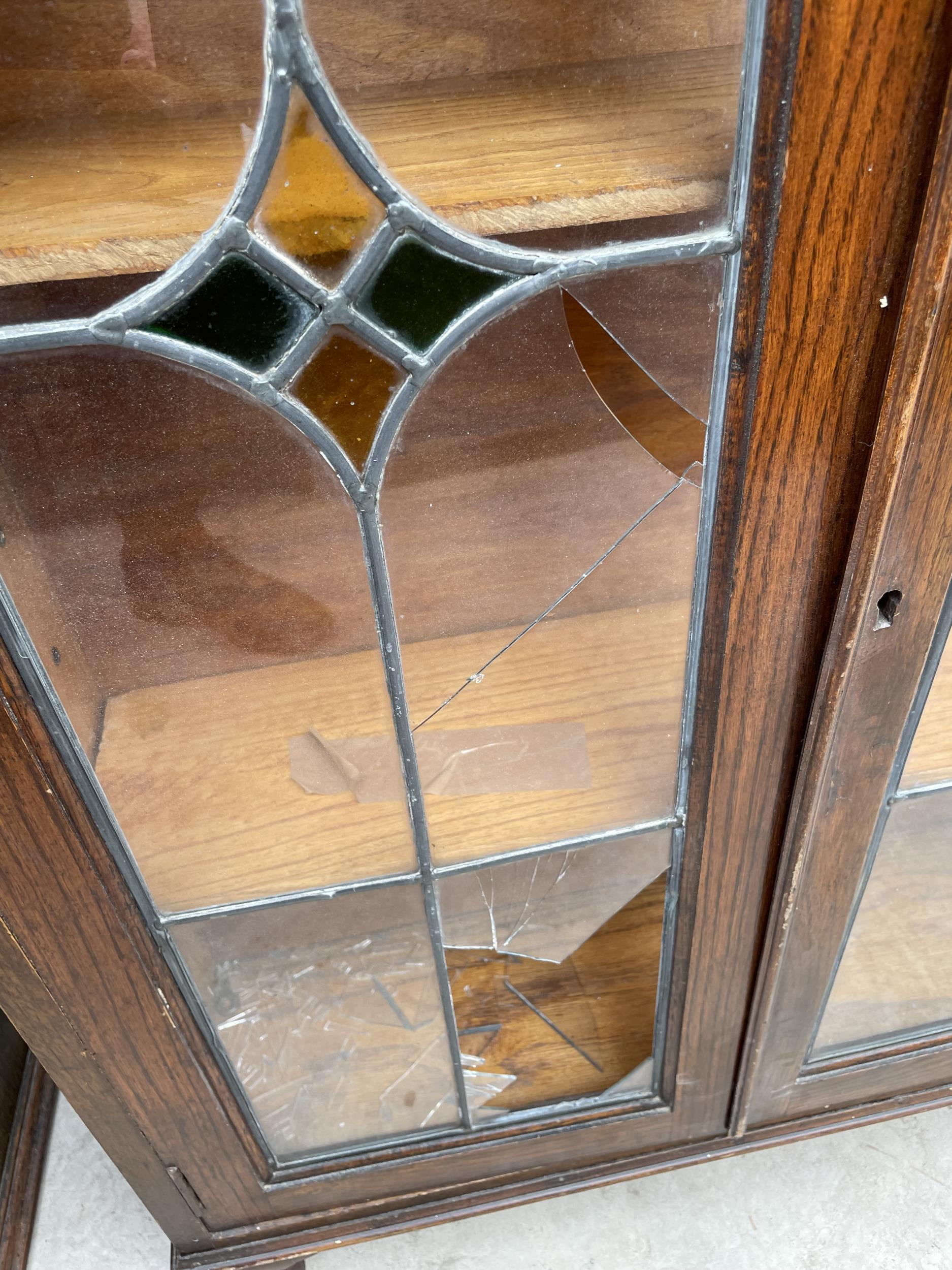 """AN EARLY 20TH CENTURY OAK GLAZED AND LEADED TWO DOOR BOOKCASE, 28.5"""" WIDE ON CABRIOLE LEGS - Image 3 of 6"""