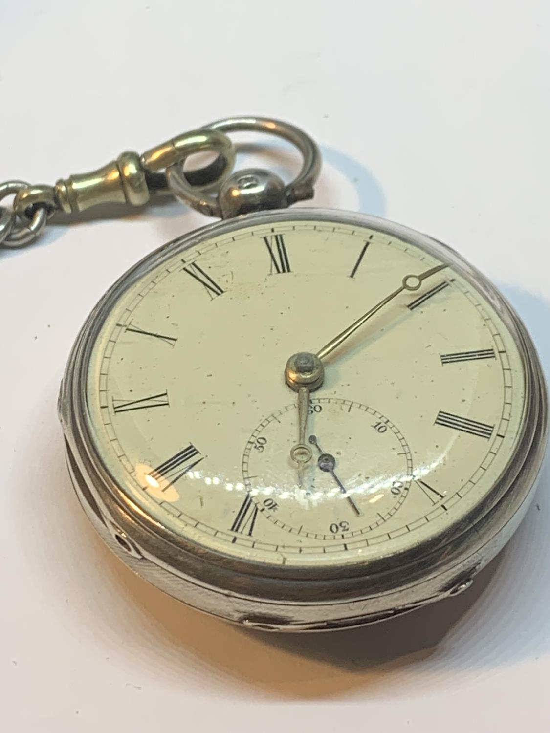 A HALLMARKED LONDON SILVER POCKET WATCH WITH ALBERT CHAIN AND FOBS IN A PRESENTATION BOX - Image 2 of 5