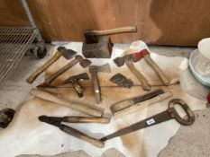 AN ASSORTMENT OF VINTAGE TOOLS TO INCLUDE AXES, A SAW AND LOPPERS ETC