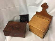 A VINTAGE OAK CANDLE BOX WITH DOVETAIL JOINT DECORATION, AN INLAID WOODEN BOX (BASE A/F) AND A