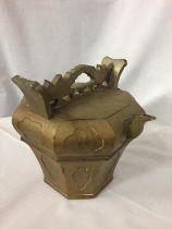 AN ORNATE BRASS OCTAGONAL INDIAN STYLE TEAPOT WITH REMOVABLE SECTION FOR TEA