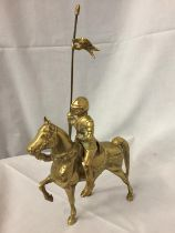 A HEAVY BRASS ORNAMENT OF A KNIGHT ON HORSEBACK (A/F) HEIGHT 35.5 CM