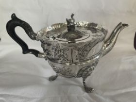 A HIGHLY DECORATIVE HALLMARKED 1892 LONDON SILVER TEAPOT, MAKER JAMES WAKELY AND FRANK CLARKE