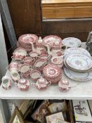 AN ASSORTMENT OF CERAMICS TO INCLUDE GRINDLEY RED AND WHITE DINNER SERVICE AND FURTHER CERAMIC