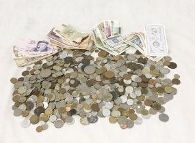 A collection of foreign and British coinage/banknotes