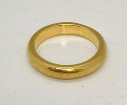 A gentleman's 18ct gold wedding band, weight 9.3g