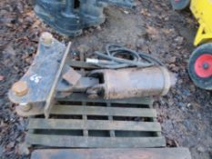 AUGER DRIVE HEAD ON BRACKET FOR 13 TONNE EXCAVATOR. 65MM PINS, CONDITION UNKNOWN.