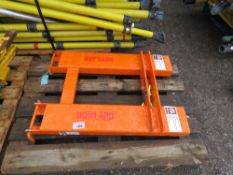 FORKLIFT CRANE ATTACHMENT WITH HOOK.