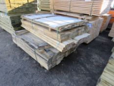 PALLET OF ASSORTED UNTREATED FENCING BOARDS AND TIMBERS.