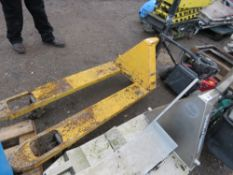 YELLOW PALLET TRUCK. WHEN TESTED WAS SEEN TO LIFT AND LOWER.