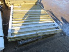 2 X QUALITY FENCE PANELS, 6FT WIDE X 5FT TALL APPROX.