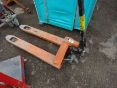 PALLET TRUCK. WHEN TESTED WAS SEEN TO LIFT AND LOWER.