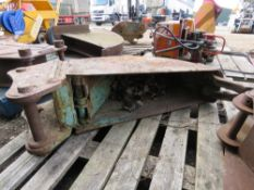 """45MM PINNED TRENCHING BUCKET WITH HYDRAULIC PUSH OUT PLATE, 8"""" WIDTH AT BASE."""