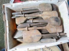 LARGE QUANTITY OF POINTS AND CHISELS.