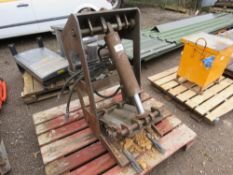 CRUSHER ATTACHMENT FOR MINI DIGGER. HEAVY DUTY CONSTRUCTION. WAS MADE FOR A 1.5-3 TONNE MACHINE.