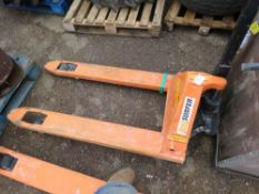 PALLET TRUCK. WHEN TESTED WAS SEEN TO LIFT AND LOWER BUT LINKAGE PART IS DAMAGED UNDERNEATH.